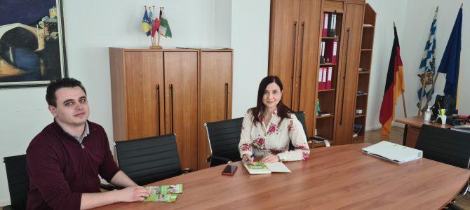 Generalna konzulica Vera Sajić razgovarla je danas sa vlasnikom škole Premium Mental Arithmetik Nikolom Nenadićem